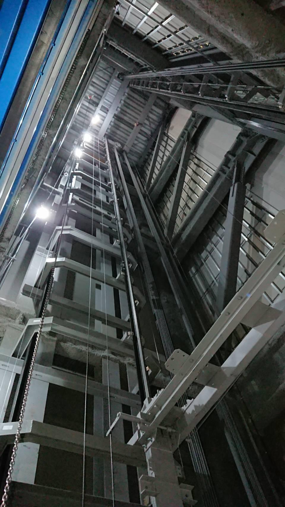 エレベーター・中の構造